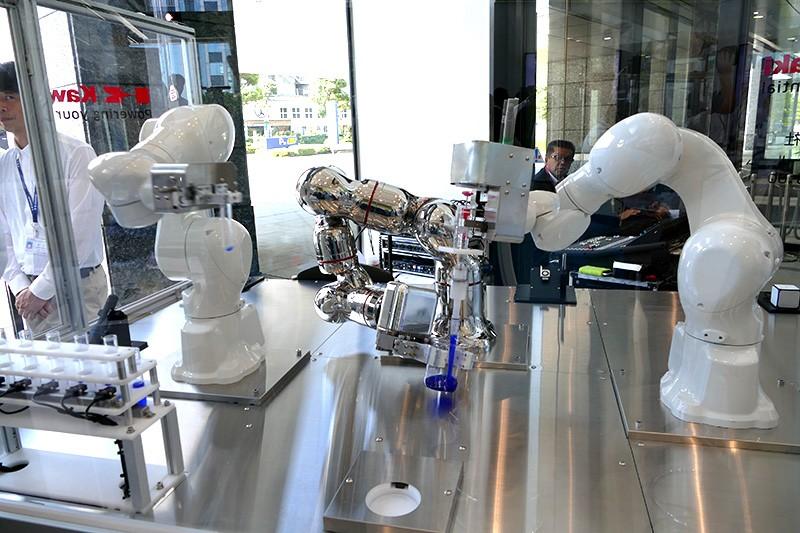 Медицинские и фармацевтические роботы